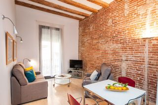Saisonmiete Appartement in Carrer sant agusti, 16. Gracia en calle semi peatonal
