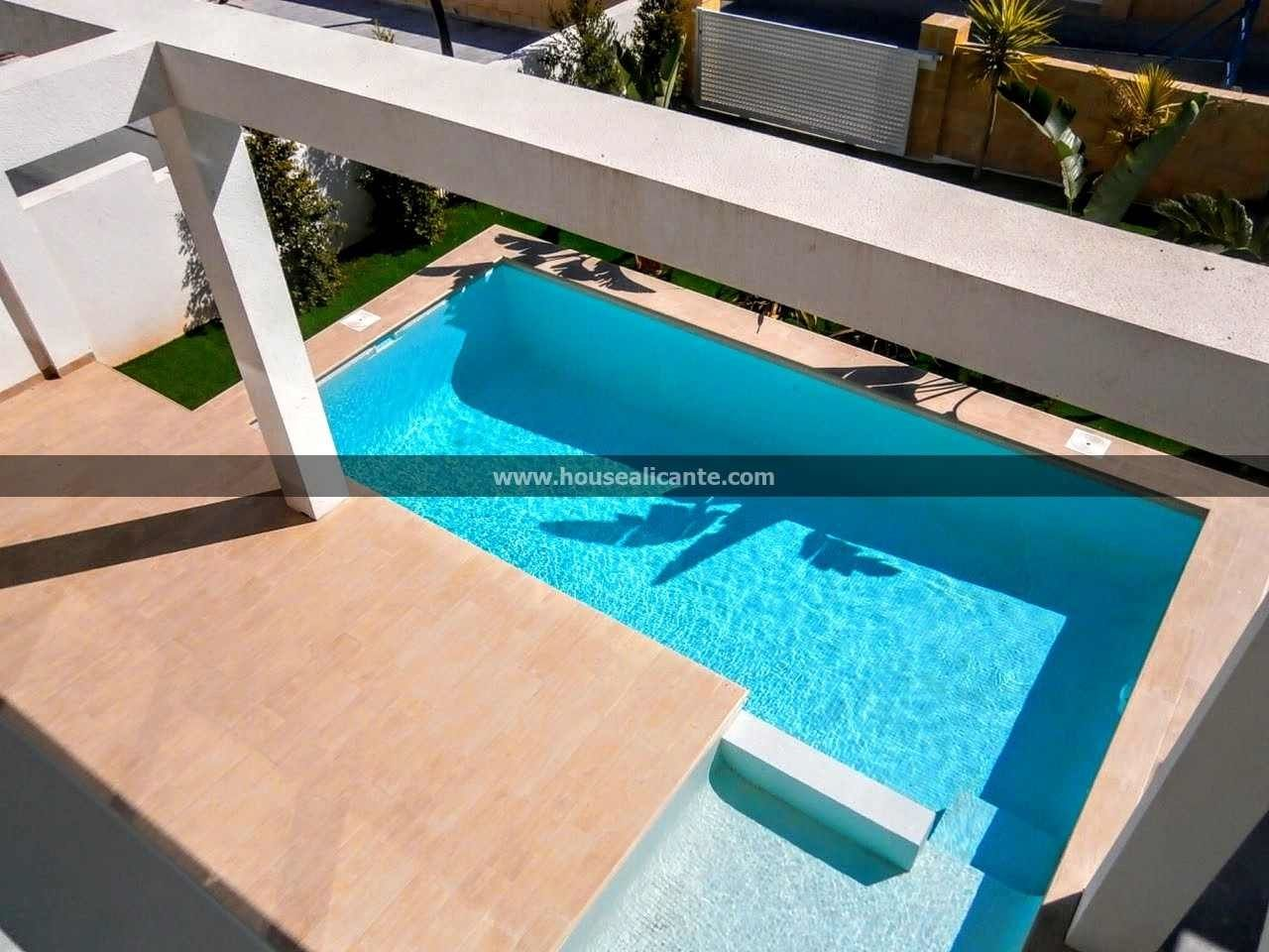 Casa  Residential area close to services. Villa with private pool