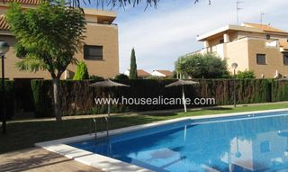 Casa bifamiliare  Residencial andando a servicios bus , escuelas mar. House with lift close alicante
