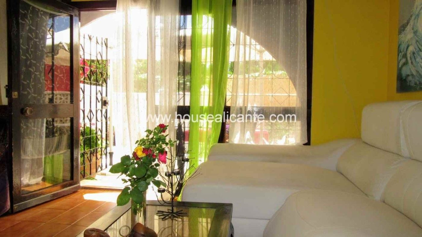 Casa adosada  Calle pla de l´amerador. Close to the beach, furnished