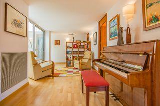 Casa  Carrer compositor serra. Vivienda con excelentes acabados