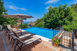 Casa en Deià. Lujosa villa con vistas al mar en cala deia con licencia turísti