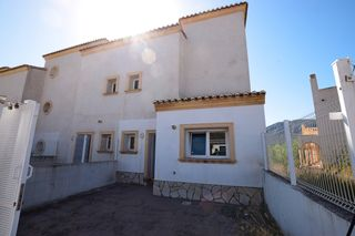 Semi detached house in Calle senia (de la), 8. A estrenar