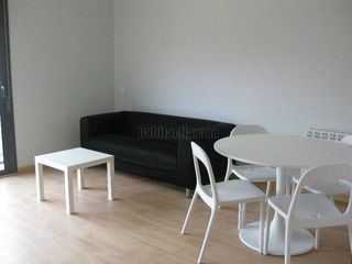 Rent Apartment in Carrer el penedes, 35. Oportunidad: piso+parking