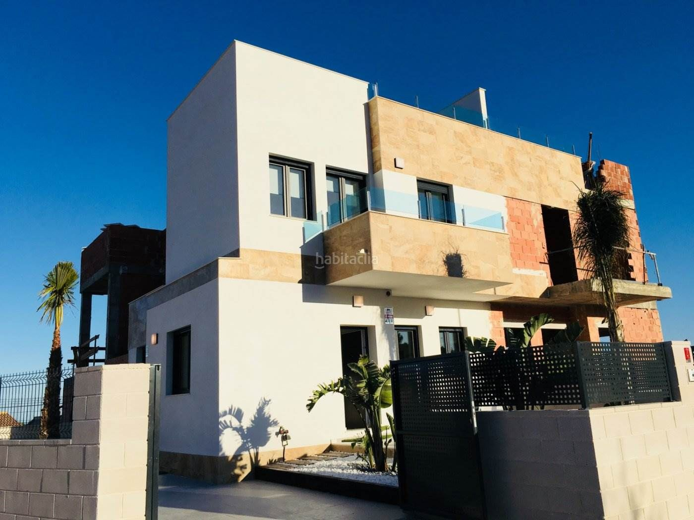 Semi detached house in Polop. Casa adosada con 3 habitaciones, parking, piscina comunitaria, c