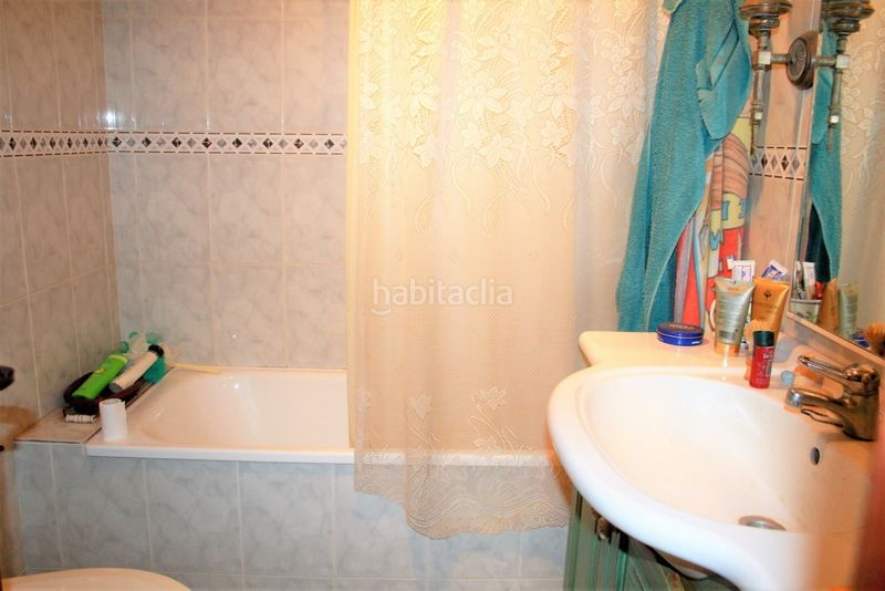 Baño. House with fireplace heating parking in Canet de Mar