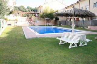 Casa adosada Carrer Can Cosme. Con zona comunitaria y piscina