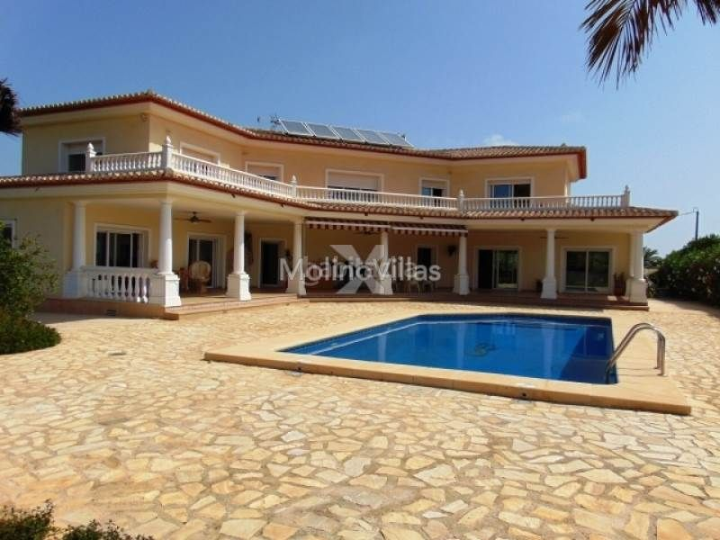 House in Pedreguer. Impressive country villa close to amenities in pedreguer