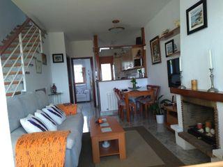 Casa adossada  Carrer santiago padròs. Casa adosada con 3 habitaciones amueblada con parking, piscina,