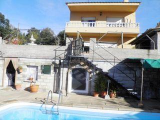 Casa  Vidreres. Casa con piscina y parking