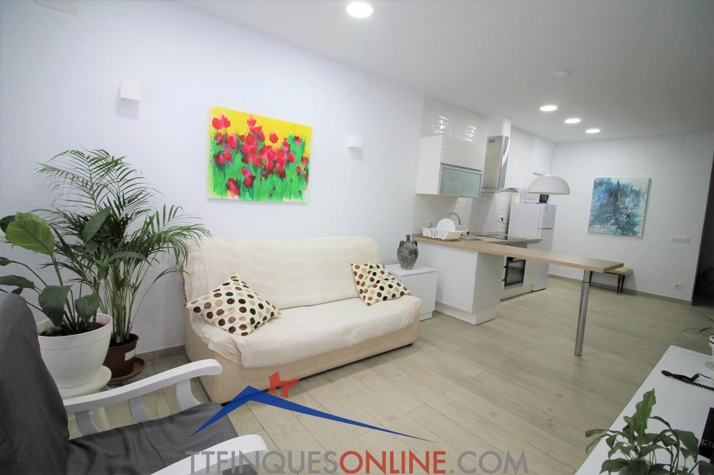 Ground floor in Carrer magallanes, 35. Piso + local