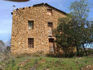 Country house in Baronia de Rialb (La). Masía con 3 habitaciones