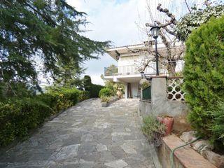 Villa  Cerca del pueblo de viladecavalls. Muy soleada, magníficas vistas