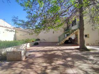 House  A 11´ de fgc y renfe nord. Con amplio patio de 340 m²