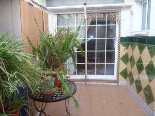 Semi detached house  Junto rbla. francesc macià. Con patio