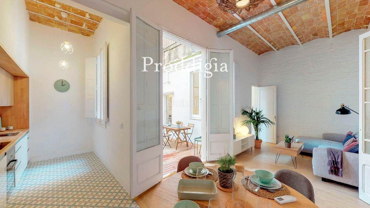 Residence with tenants in Sant Andreu. Bajos reformado con patio agradable en un barrio en pleno crecim