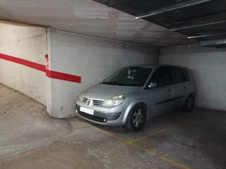 Parking coche en Carrer sindicat, 1. Vendo plaza de parking en cambri