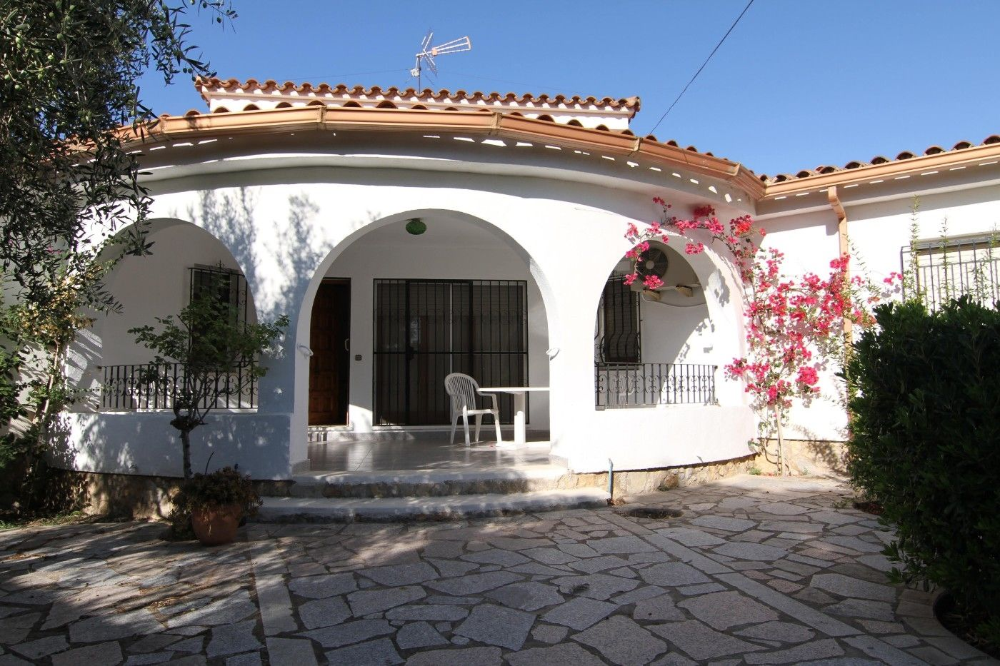 Miete Chalet in Carrer saturn, 25. Alquilo chalet 100 mts playa