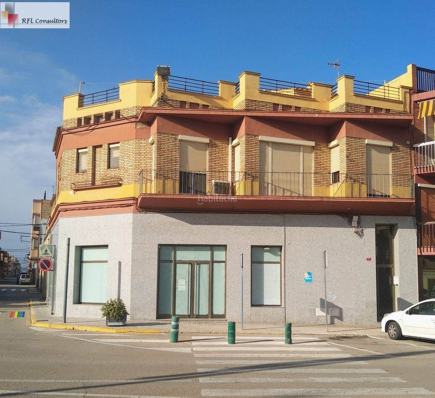 Rent Business premise in Camarles. Gran local en alquiler situado en el centro de camarles