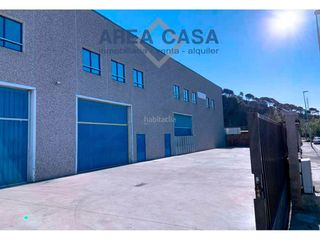 Rent Industrial building in Centre. Nave industrial en santa coloma, 800m2, reciente construcción