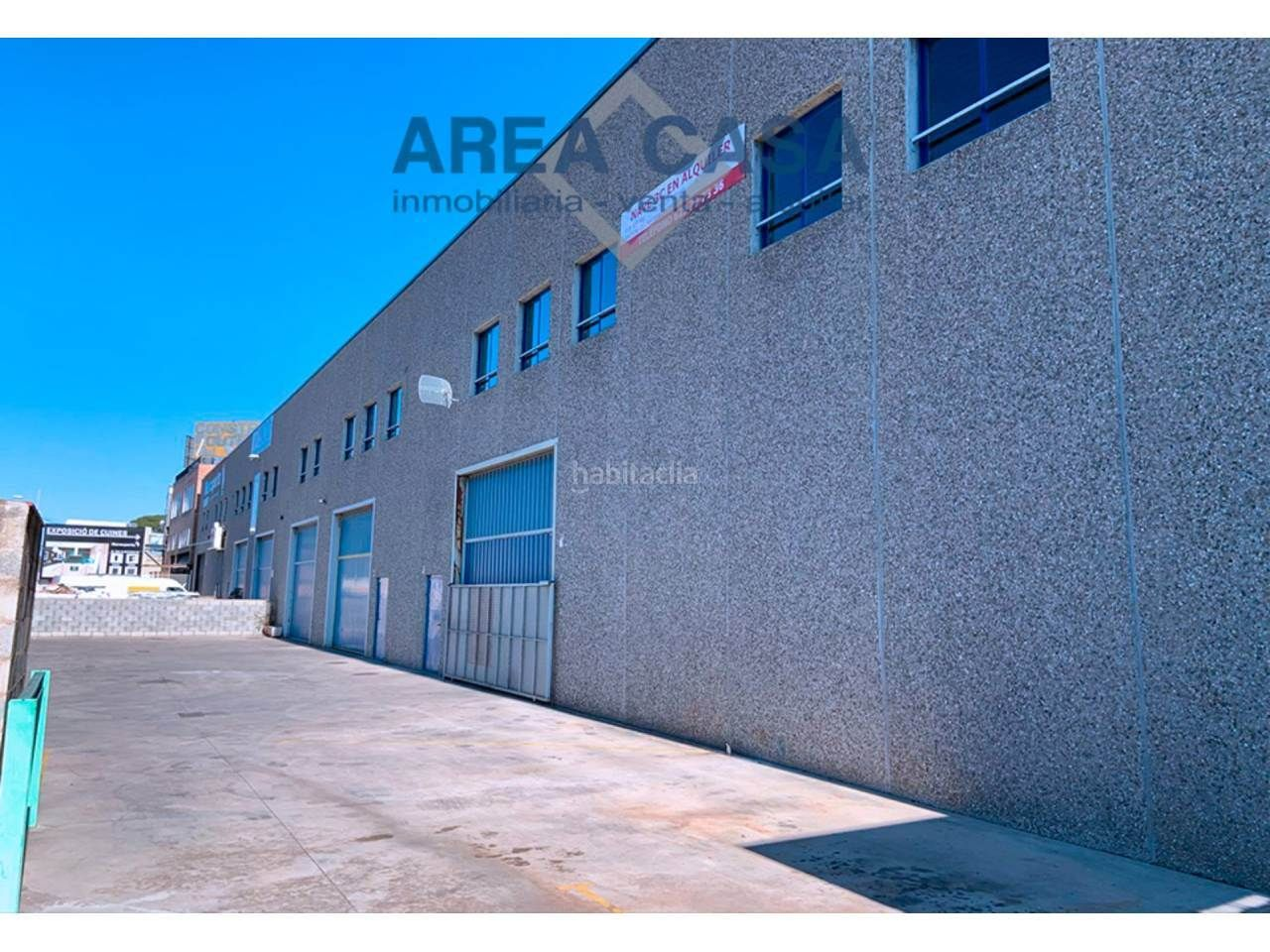 Rent Industrial building in Riera Alta. Nave industrial en  santa coloma, 990m2, reciente construcción