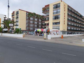 Apartamento en Avenida papa luna, 10. Edificio en primera línea de pla