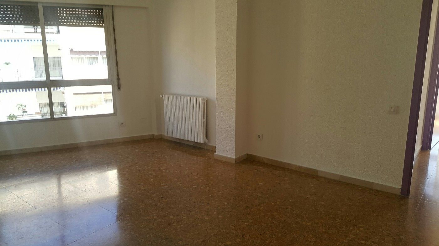 Location Appartement  Carrer higini angles. Piso de 4 hab. ext., centrico