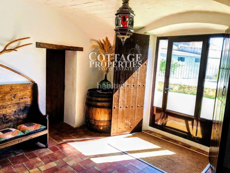 Habitación. Country house with fireplace heating parking pool in Vilademuls