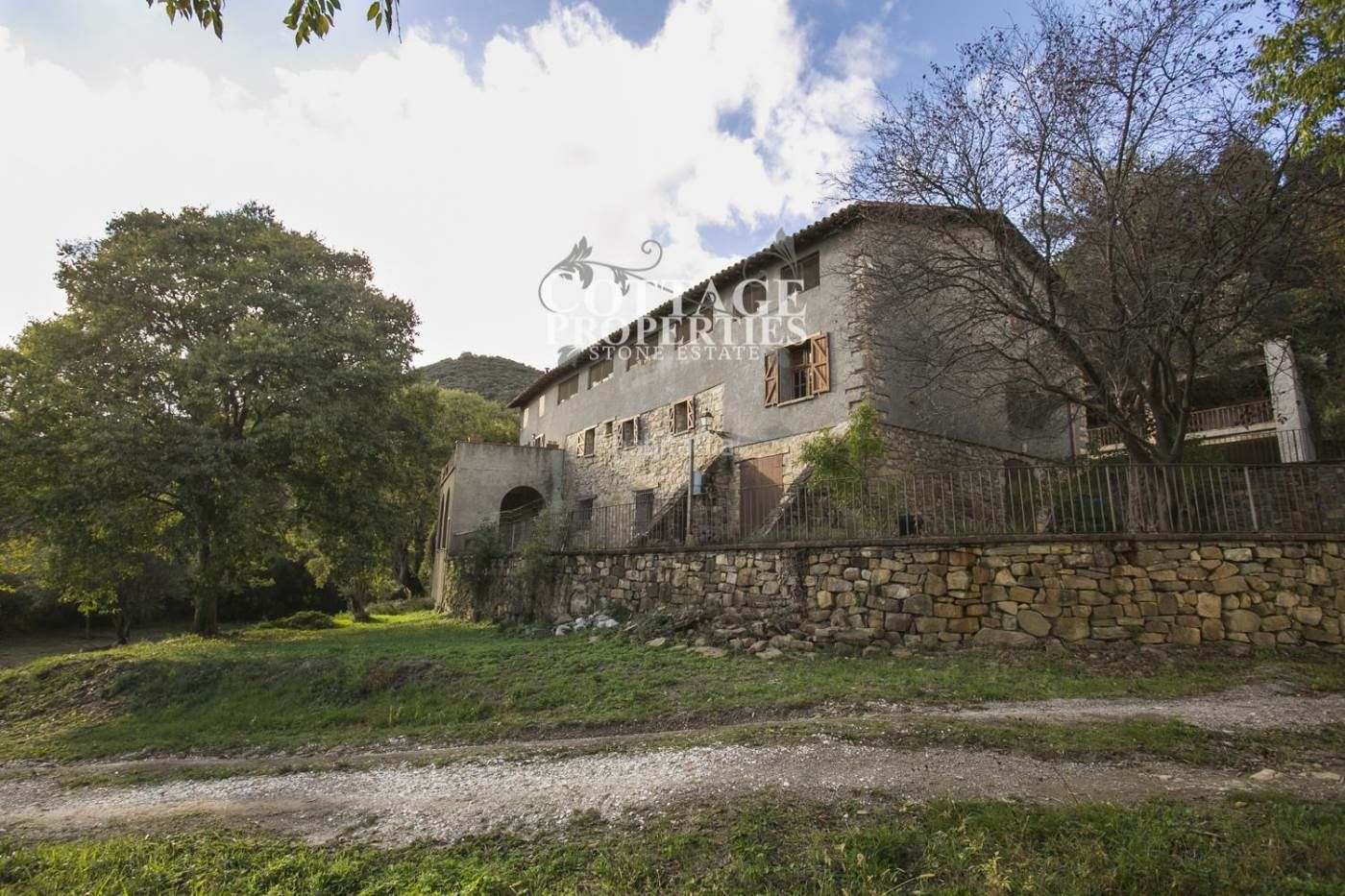 Country house in Montagut i Oix. Masia en montagut