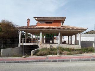 Chalet en La Alcayna. Crea la  casa  de  tus  sueños en la alcayna.