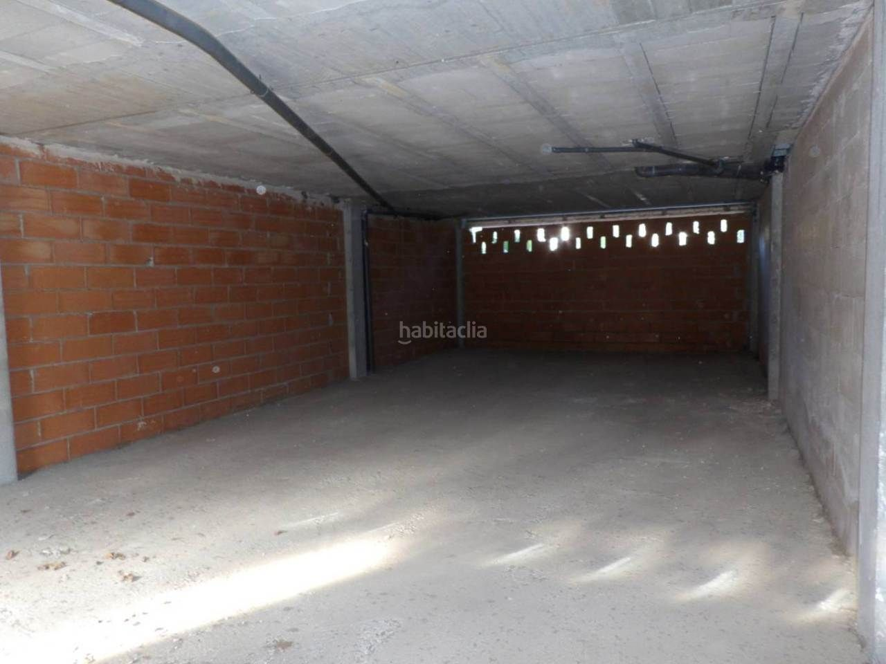 Local Comercial en Papa Luna. Local comercial, plazas de parking y patio