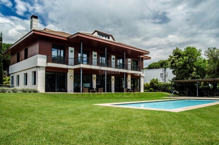 Haus in Alella. Magnifico chalet de lujo en can teixidó