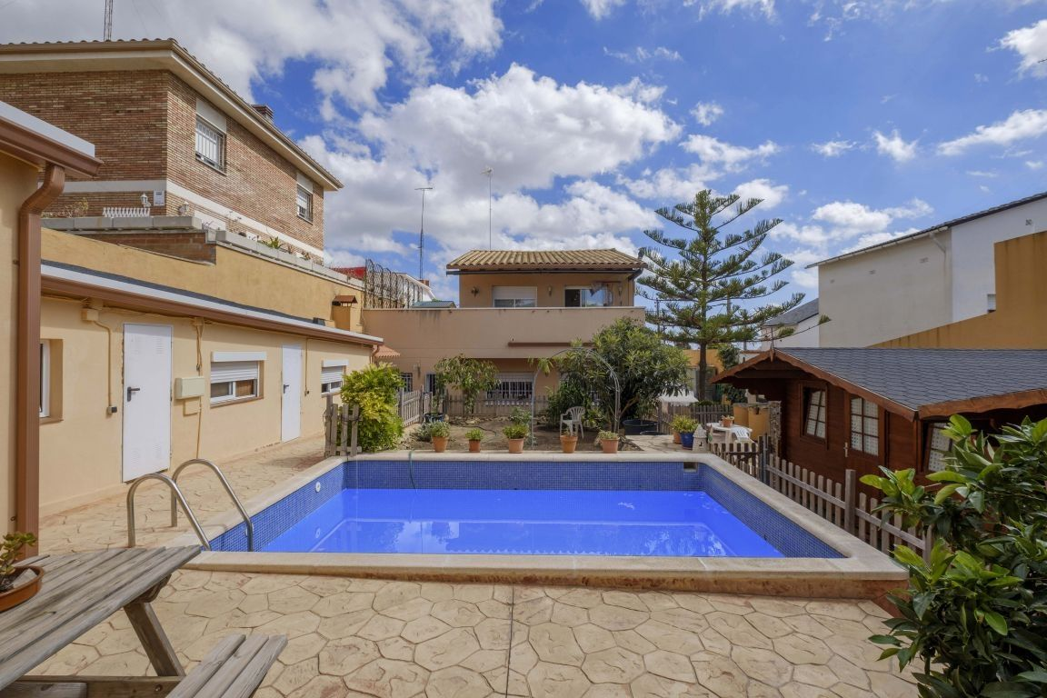Casa en Torrent Ballester. Piscina particular