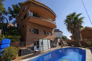 Casa en Torrent Ballester. Con piscina