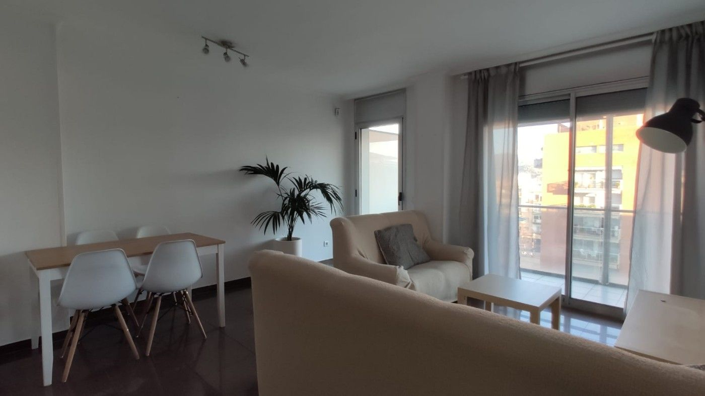 Rent Flat in Centre. Incluye plaza de parking