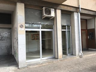 Alquiler Local Comercial en Carrer montfalgars, 1. Local comercial davant escola