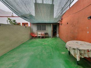 Casa  Carrer salvat papasseit. Casa con terraza y gran parking