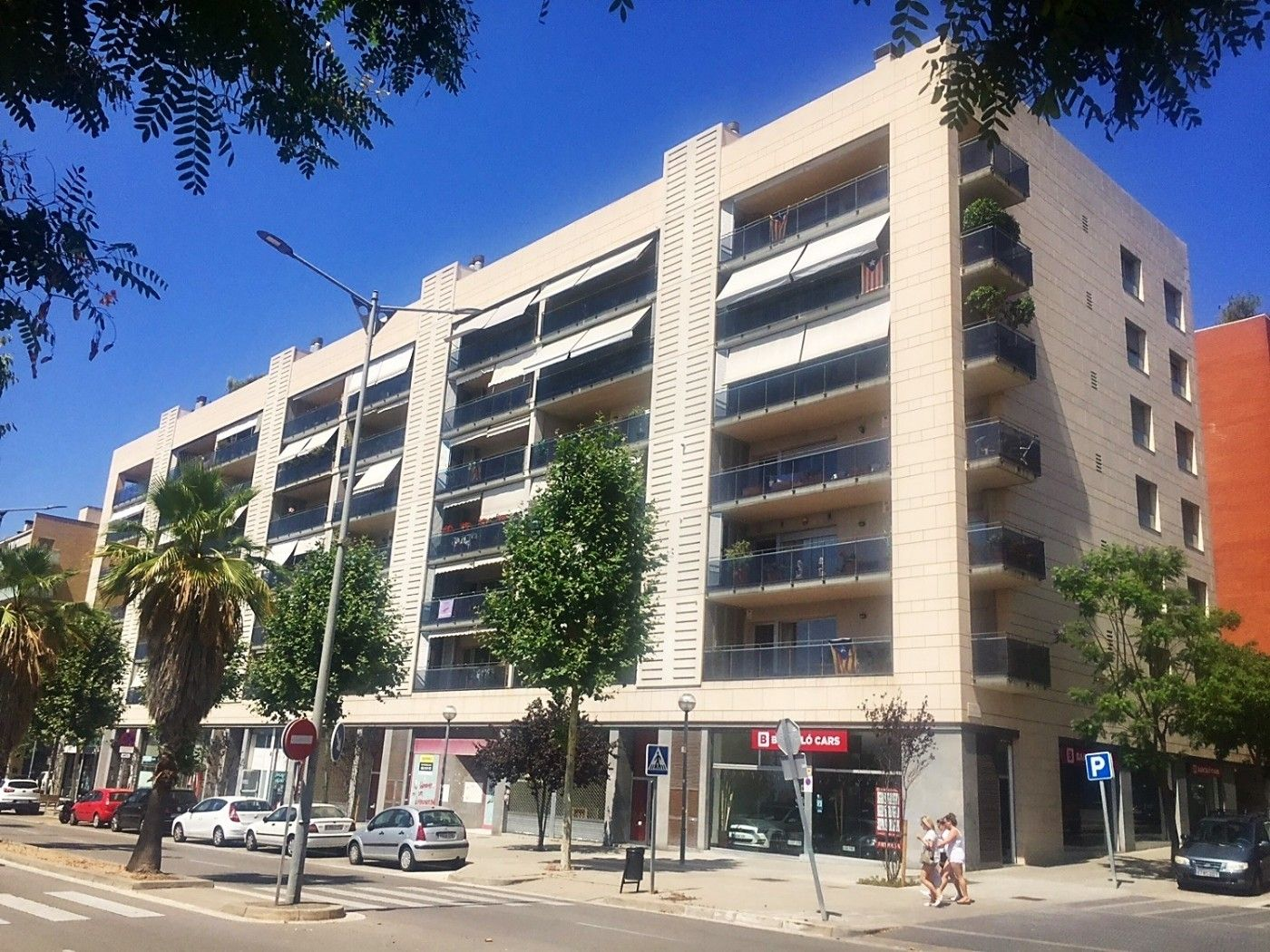 Alquiler Local Comercial  Ronda mossen jacint verdaguer. Local en parc central mataro