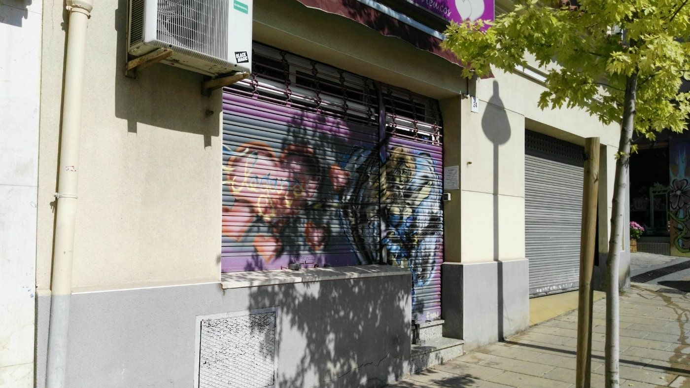 Business premise in Carrer cardenal vidal i barraquer, 24. Local comercial en plaza