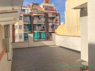 Alquiler Ático  Carrer arizala. Acogedor, con terraza de 36m