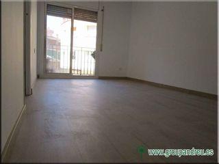 Alquiler Apartamento  Carrer argimon. 62 m² reformado 3 hab, ascenso