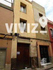 Semi detached house in Centro. Unifamiliar adosada en venta  en calle dos de maig, alzira, vale