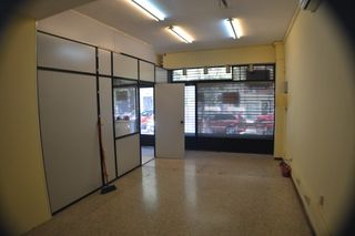 Rent Business premise  Les corts lluca. Local en buen estado