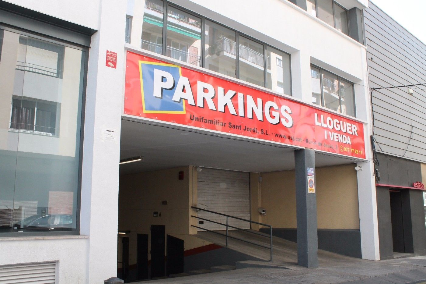 Rent Car parking in Carrer doctor domenech, 17. Fácil acceso