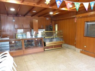 Lloguer Local Comercial  Zona alta. Local panaderia