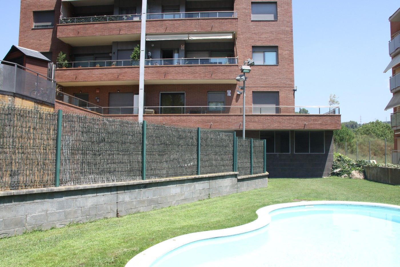 Etagenwohnung in Molins de Rei. Sunny apartment with balcony