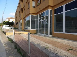 Local commercial à Escala (L´). Amplio local comercial de 150 m2 útiles con...