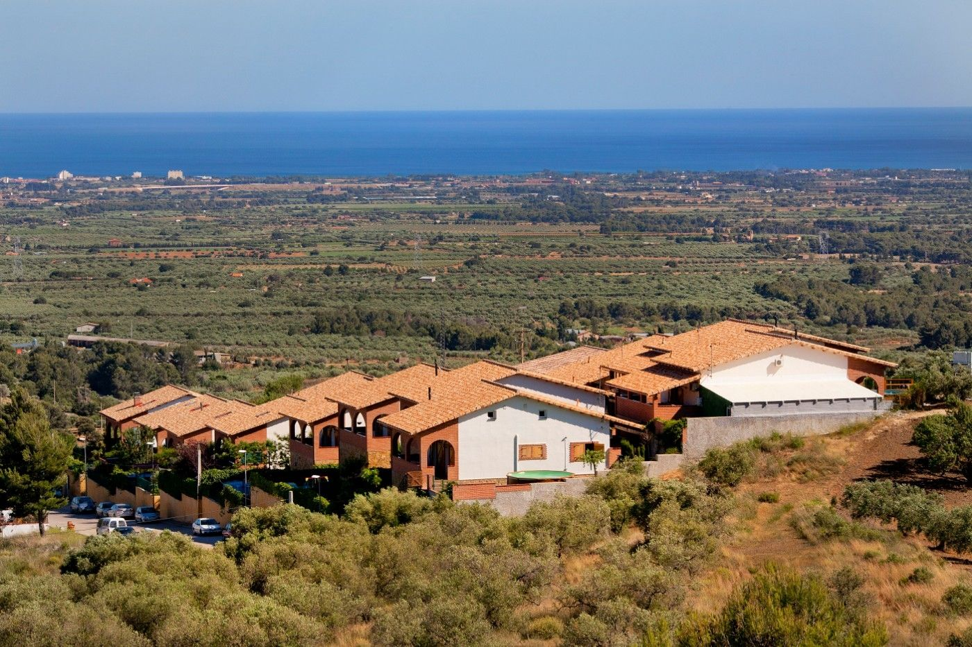 Resort in Avenida montclar, 150. 4 chalets individuales