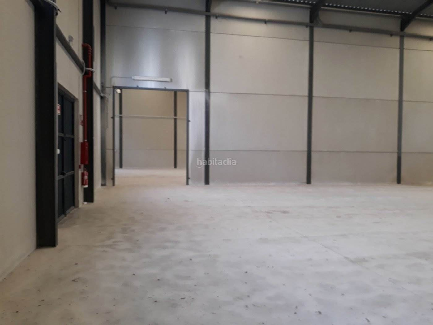 Rent Industrial building in Dolores. Se alquila nave a estrenar en dolores (alicante)