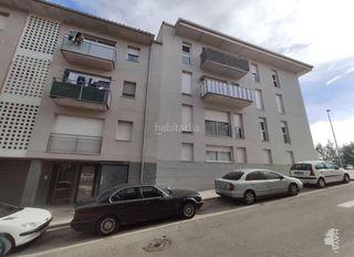 Flat en Solsona. Tercero con 3 habitaciones, parking y calefacción